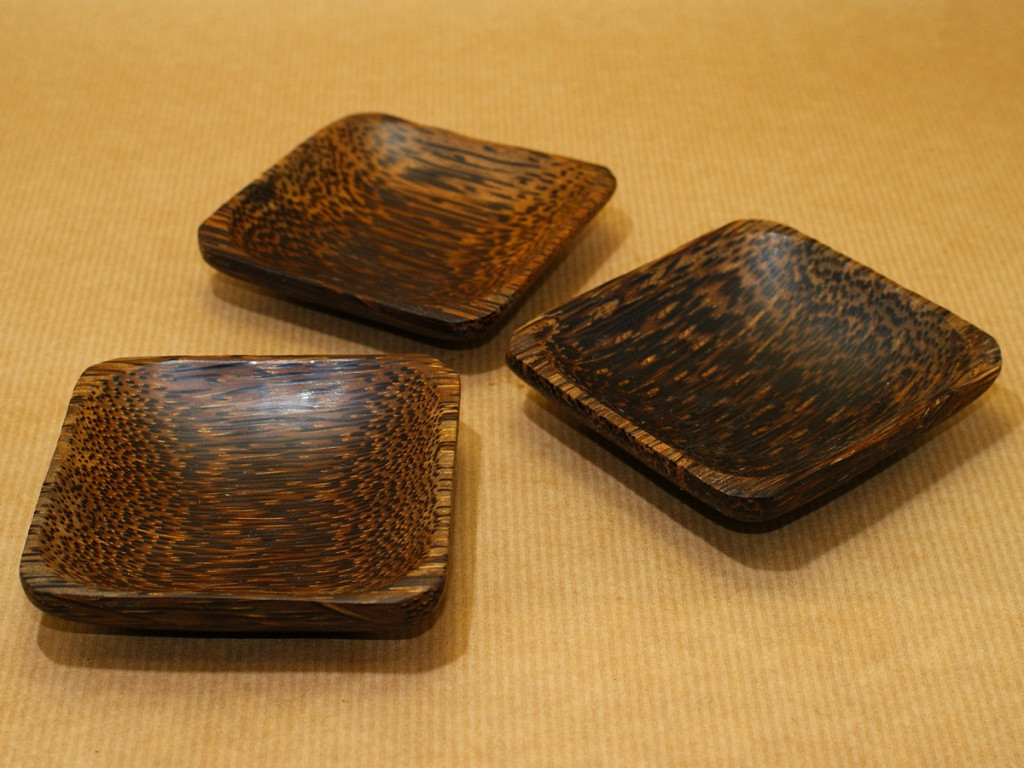 coconut wood mixing trays at maya incenses. Black Bedroom Furniture Sets. Home Design Ideas